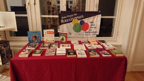 Buchausstellung Stadtbibliothek - Büchertisch
